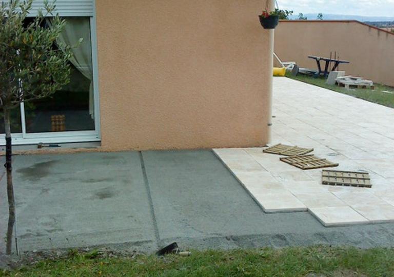 Création d'une terrasse carrelée à Sury le Comtal