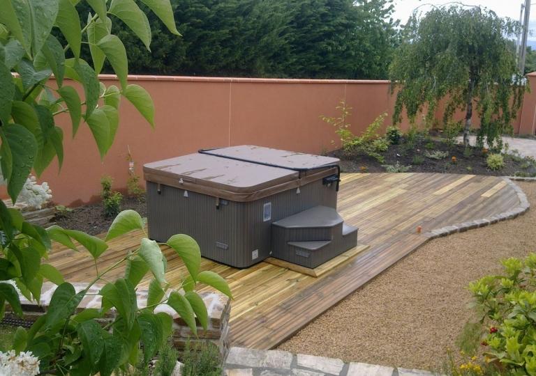 Création d'une terrasse en bois à Ecotay L'Olme