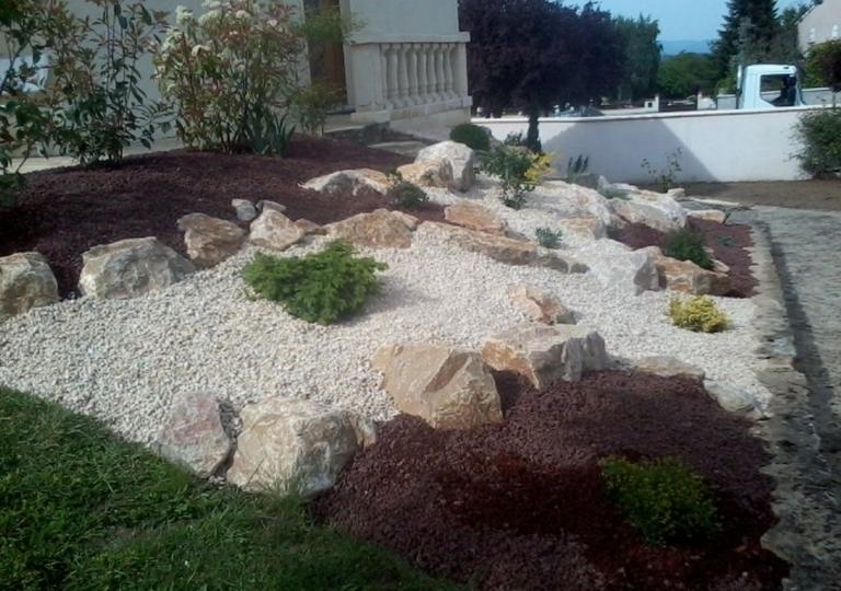 Jardins secs et décors minéraux