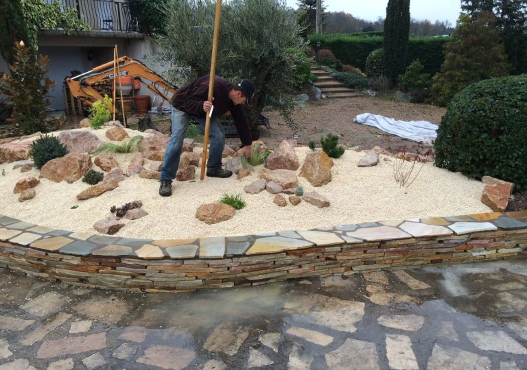 Création d'une rocaille à Chalain d'Uzore en 2015