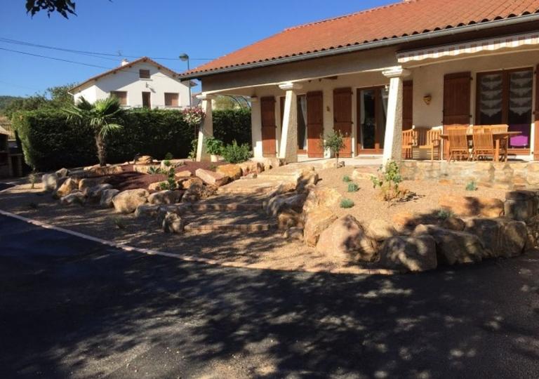Création d'une rocaille à Lezigneux